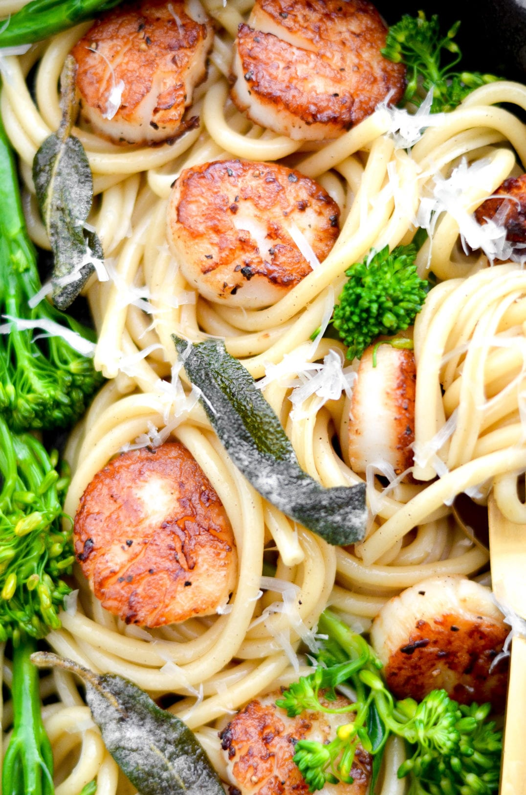 Brown Butter Bucatini With Scallops and Broccolini