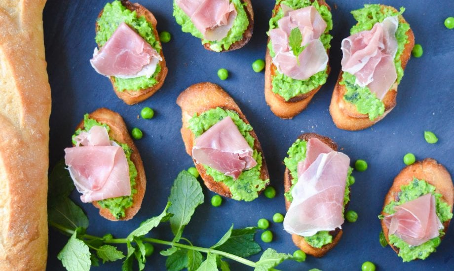 Easy Pea and Prosciutto Crostini